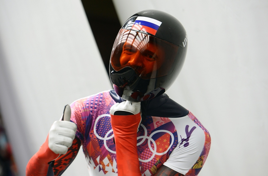 afp. Szocsi 2014 nagyítás - Russia's Alexander Tretiakov gestures after finishing and win the Men's Skeleton Heat 4 and final run at the Sanki Sliding Center in Rosa Khutor during the Sochi Winter Olympics on February 15, 2014.