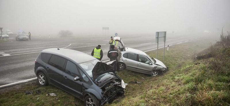 Fotó: nyolc autó ütközött össze Pécsen