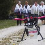 Fotók: Drón locsolja a Zala megyei asszonyokat