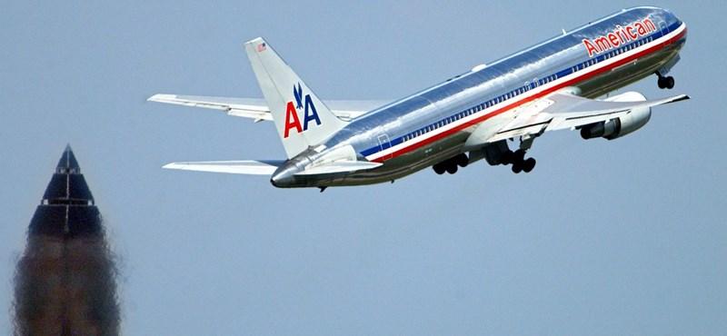 Repülés közben halt meg egy amerikai utasszállító kapitánya