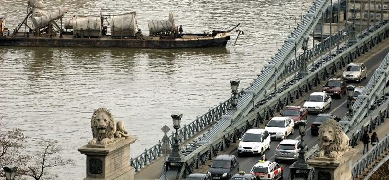 Szerdától hétvégéig útlezárások várhatók Budapesten a triatlon-vb miatt