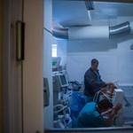 Ötven napja van lélegeztetőgépen Bányai Gábor fideszes képviselő