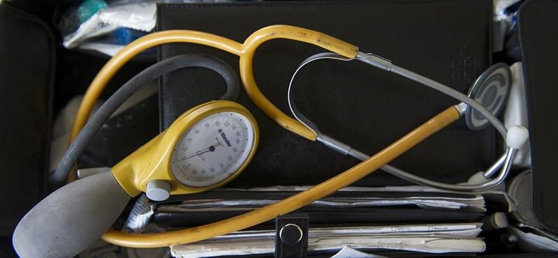 Egy igazgató is belebukott a lúgtámadásért elítélt orvos ügyébe
