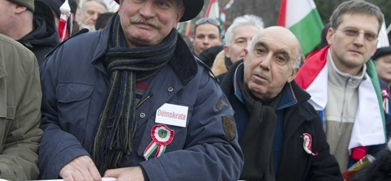 Már a Magyar Nemzetben is seggnyaló a CÖF