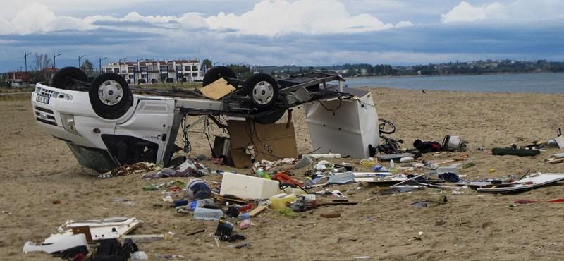 Két romániai turista vesztette életét a görögországi viharokban