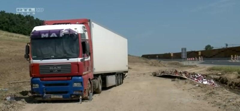 El camión polaco salió de boxes, pero el conductor seguía jugando por dentro.