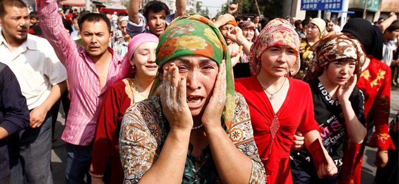 BBC: Kínában elveszik az ujgur szülőktől a gyerekeket