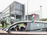 Így segítették a rendőrök Hadházyékat az autós tüntetésen - videó