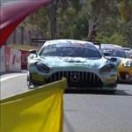 Egy csapat versenypályára ugráló kenguru miatt kellett leinteni egy autóversenyt - videó