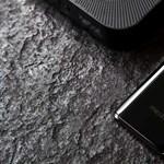 Felejtse el a telefonokon a gombokat és a portokat: jönnek az abszolút minimalista mobilok