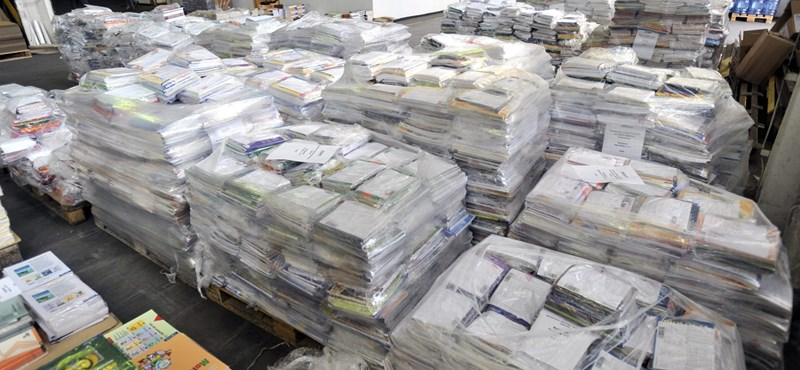 Káosz: késve érkeznek a tankönyvek az iskolákba