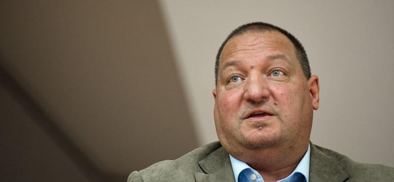 Rájött a Fidesz, hogy nem tilthatja ki Szélt a bizottsági ülésről
