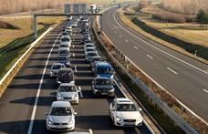 Két autó ütközött az M3-ason Gödöllőnél, bedugult az autópálya