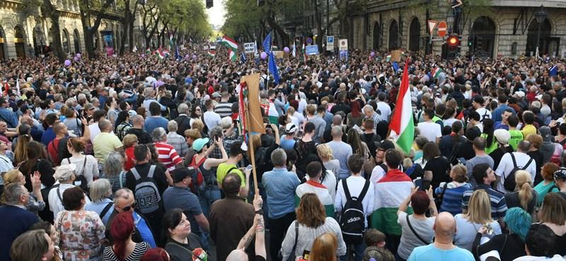 Így (nem) számol be a tüntetésről az Origo és a közmédia