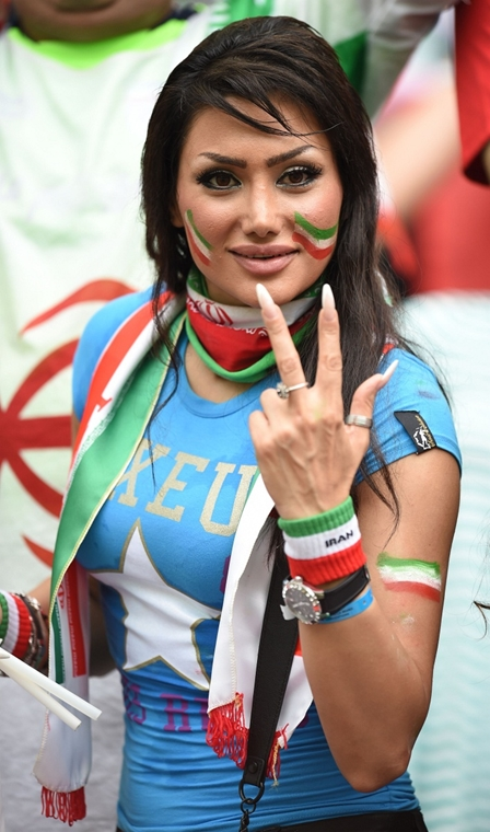 afp. vb-lányok, foci-vb 2014, szurkolók - 2014.06.25. Salvador, Brazília, Iráni szurkoló