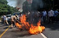 Zavargások törtek ki két újabb csoportos nemi erőszak miatt Indiában