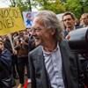 Össztűz zúdult a háborús bűnösökkel barátkozó új Nobel-díjas íróra