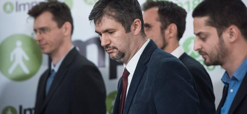 Hadházy visszaszólt a Jobbik felé húzó utódjának