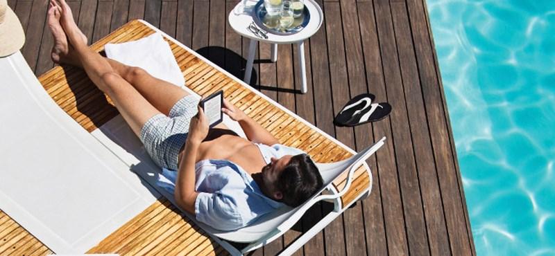 Jön a nyár, és a vízben is nyugodtan olvashat ezzel az e-könyv-olvasóval