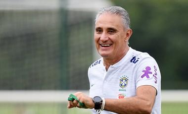 Nem rúgják ki a brazil kapitányt