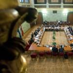 Topmenedzserek szedik le a keresztvizet az Orbán-kormányról