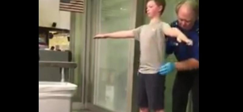 Videó: Két percen át tapogatták a 13 éves fiút a reptéri ellenőrzéskor