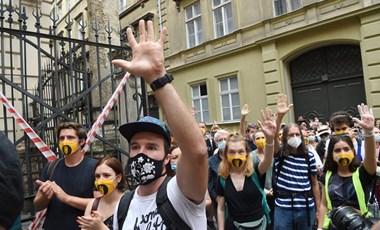 A Színművészeti chartáját juttatnák el a Parlamentbe az SZFE szabadsága mellett tüntetők