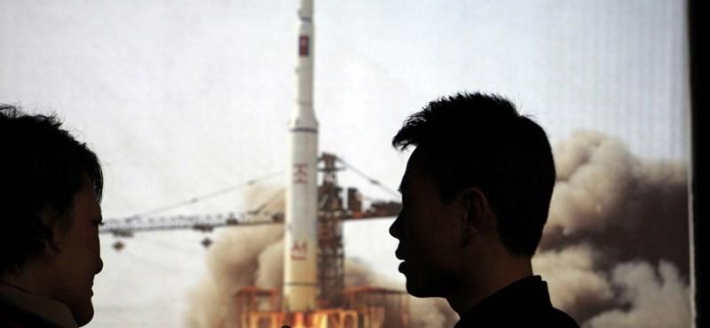 A Twitterről értesültek Phenjanban a sikertelen rakétakísérletről