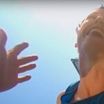 Így táncolt a budapesti házfalakon a Bandaloop együttes – videó!