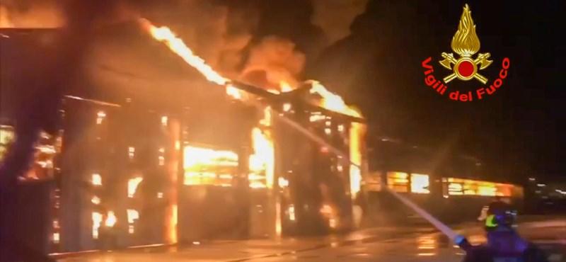Felrobbant egy raktár az olaszországi Ancona kikötőjében