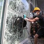Saját magát üti ki Hongkong, méghozzá elég csúnyán