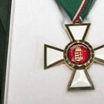 100 felett azok száma, akik visszaadták a kitüntetésüket Bayer miatt