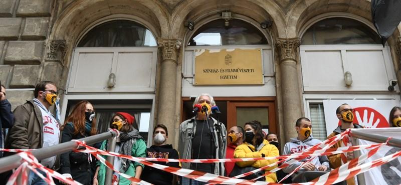SZFE: Fennmarad a blokád, a hallgatók visszautasítják a kuratórium ultimátumát