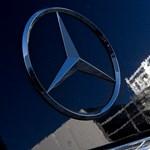 Drága kézprotézist ajándékozott egy fiúnak a Mercedes Petronas