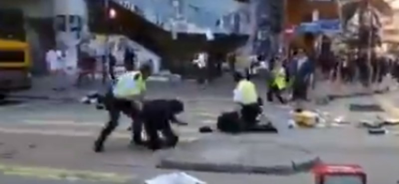 Hongkongi tüntetések: megbénult a város közlekedése