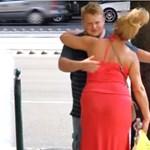 Videó: Szabadjára engedtek egy szeretetkoldust Budapesten