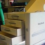 Saját készítésű bútor - Macbook dobozokból