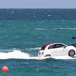 Videó: az óceánban hancúrozott hat Fiat 500-as