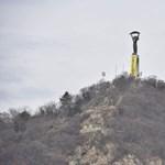 A Szabadság-szoborra feszített molinóval tiltakozik a Greenpeace a légszennyezettség ellen