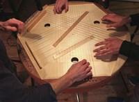 Hangszerek, melyekkel csökkenthető a fájdalom vagy karban tartható az elme