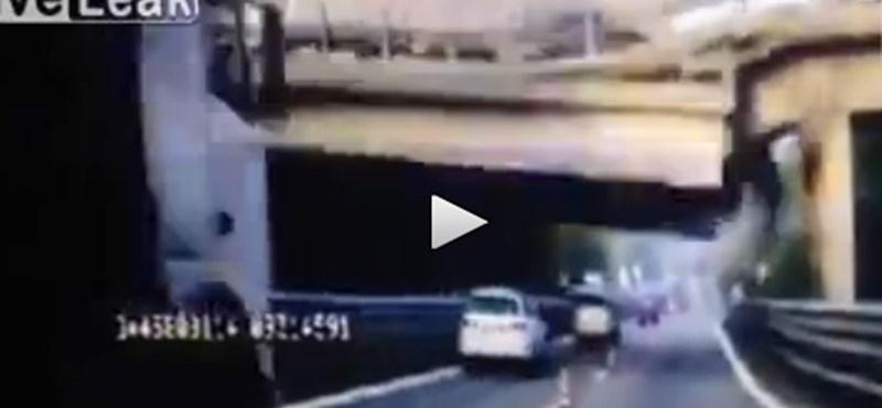 Durva képsorok: így szakadt le az olasz híd a túlsúlyos kamion alatt – videó
