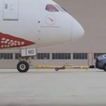 Videó: így húz el egy Tesla egy gigantikus Boeing repülőgépet