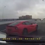 Videó: Kínában is gyakorolni kell még, milyen gonosz egy Ferrari a vizes sztrádán