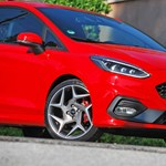 Ez komoly? Itt egy háromhengeres sportkocsi - Ford Fiesta ST menetpróba