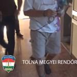 Egy 68 éves férfi rabolt bankot Györkönyben, elkapták – videó