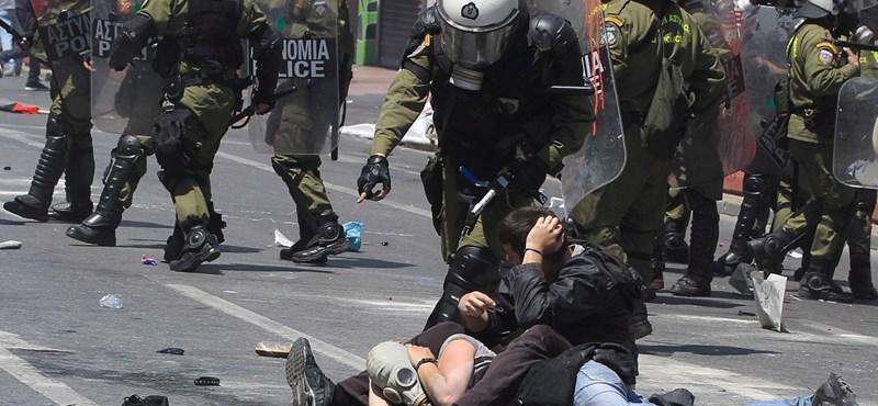 Az athéni rendőrség elkergette a tünetőket a város főteréről