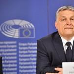 A VOLT főszervezője is reagált arra, hogy a nagyszínpadon Orbánt adták a fesztiválozóknak