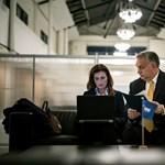 Összeesküvés-elméletre építi digitális szabadságharcát a kormány
