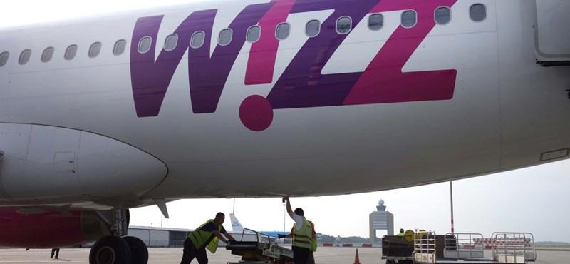 Madárral ütközött a Wizz gépe, Lárnakán ragadtak az utasok