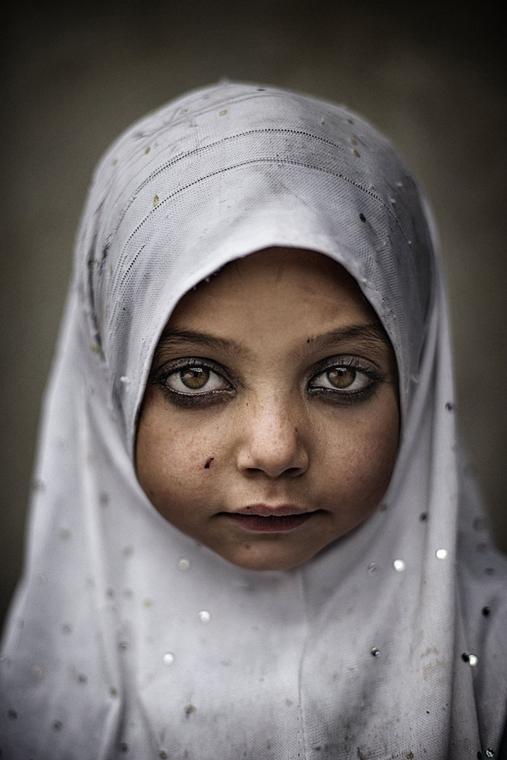 NE használd_! - Photographer of the Year 2014 - ''Törzsek'' kategória - Különdíj - Közösségi iskolában - Észak-Pakisztán - tpoty